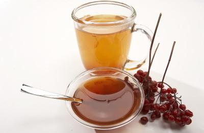 Мед, калиновый сок и вода