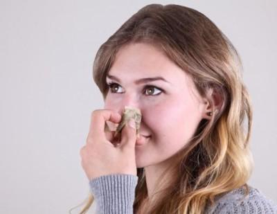 Заложен нос у девушки