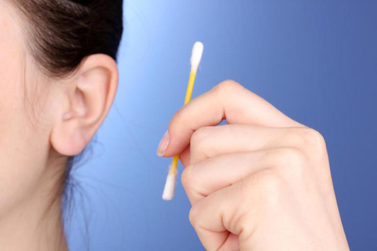 если переносите нужно ли чистить уши ватными палочками узнаете