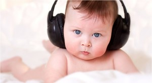 Малыш не реагирует на громкие звуки