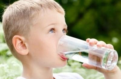 Пить большое количество жидкости
