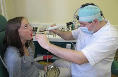 Выполнение инстилляций горла
